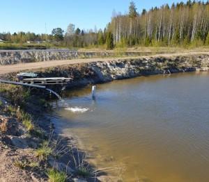 Taavetti-lähdevesisiirtoa altaasta toiseen2-